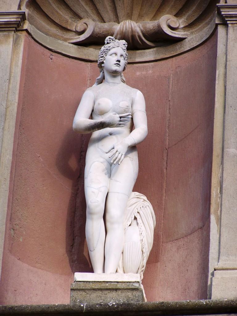Amphitheatre statuettes