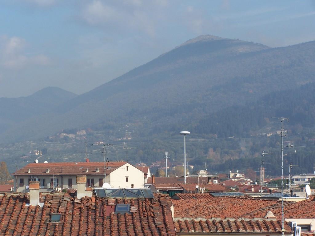 100_3478 Hills behind Prato