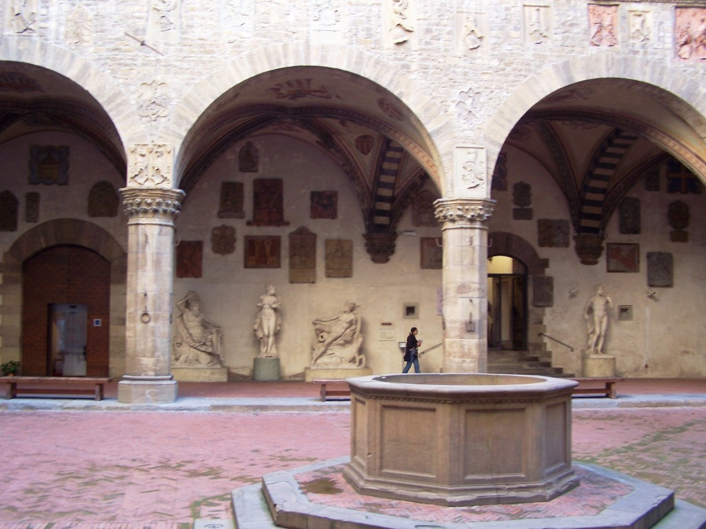 100_3899 Bargello - courtyard