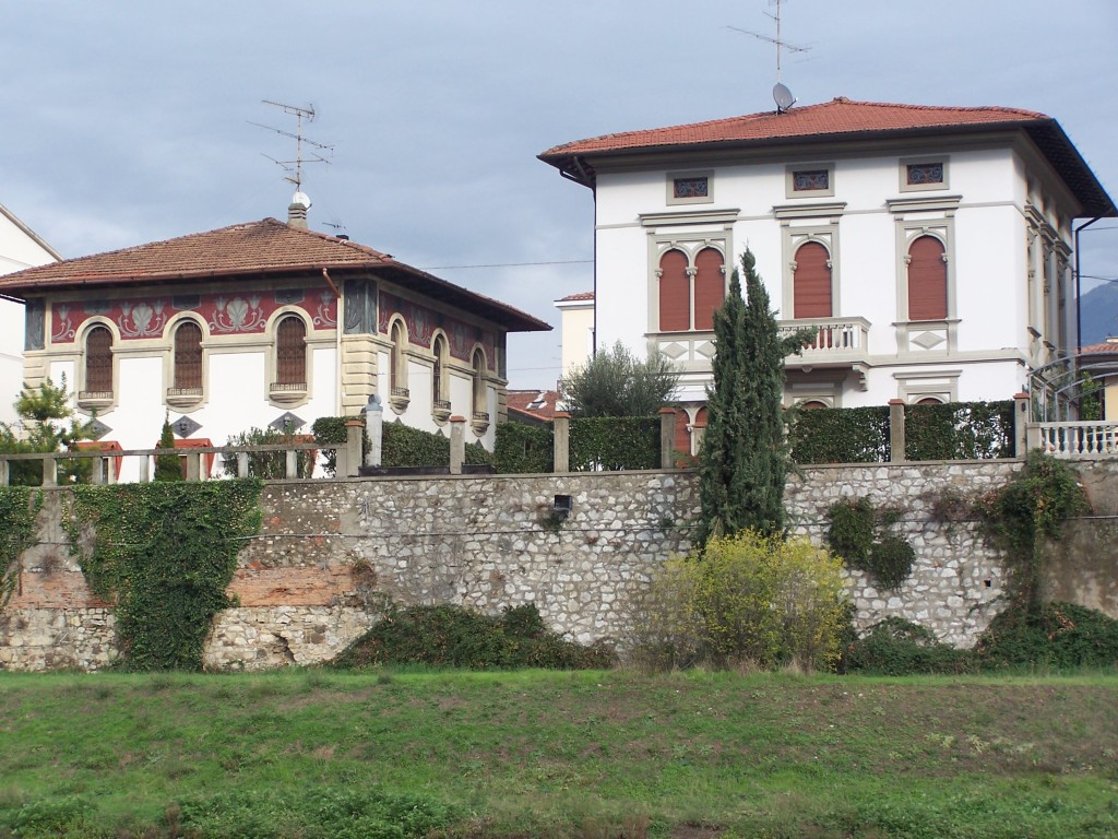 100_4131 Prato - riverside mansions