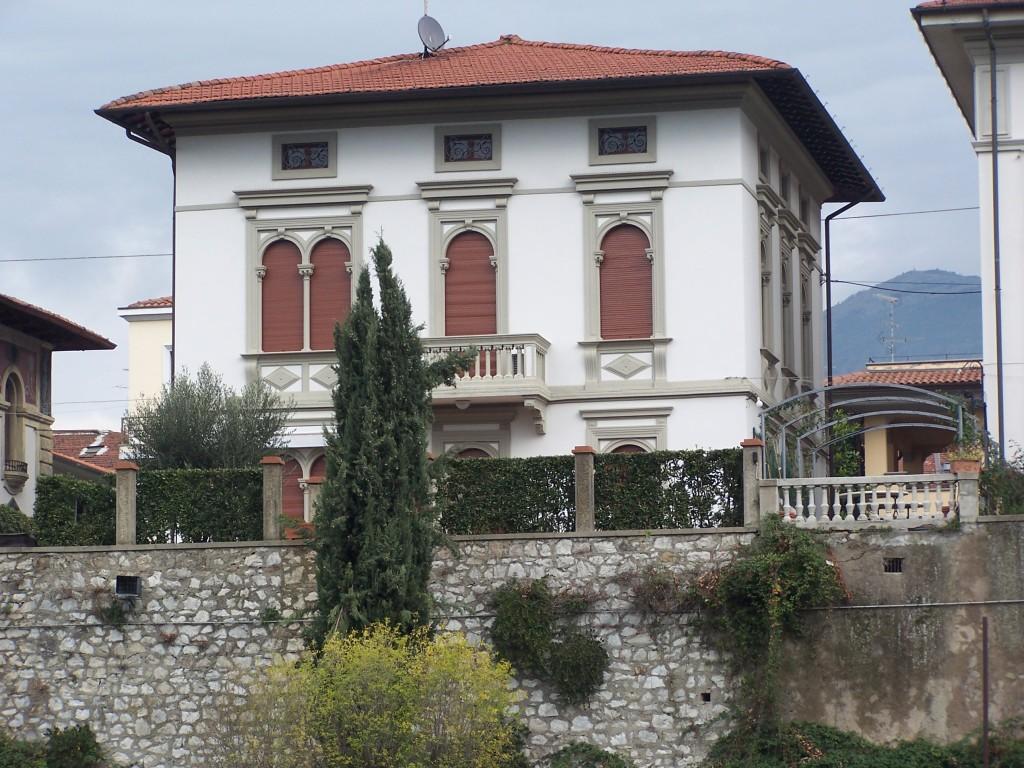100_4133 Prato - riverside mansions